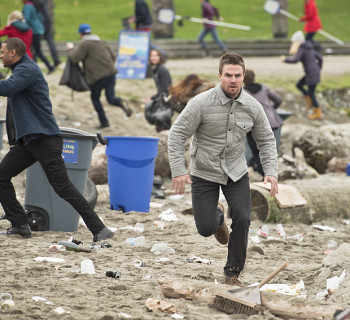 "Arrow -- ""Dark Waters"" -- Image AR409A_0175b.jpg -- Pictured: Stephen Amell as Oliver Queen -- Photo: Diyah Pera/ The CW -- © 2015 The CW Network, LLC. All Rights Reserved."