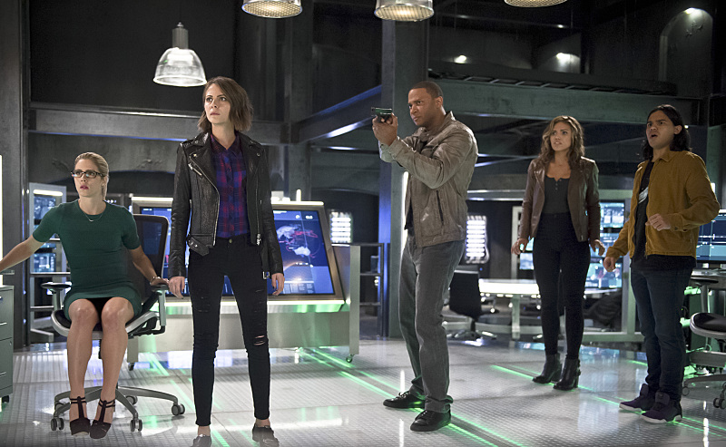 "The Flash -- ""Legends of Today"" -- Image FLA208A_0222b.jpg -- Pictured (L-R): Emily Bett Rickards as Felicity Smoak, Willa Holland as Thea Queen, David Ramsey as John Diggle, Ciara Renee as Kendra Saunders, Carlos Valdes as Cisco Ramon -- Photo: Diyah Pera/The CW -- © 2015 The CW Network, LLC. All rights reserved."